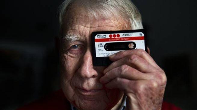 Lou Ottens, l'ingegnere che inventò l'audiocassetta, morto a 94 anni