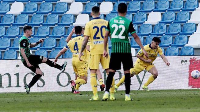 Sassuolo-Verona, il gol di Djuricic (Ansa)