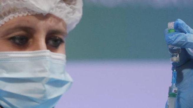 Una vaccinazione: sospeso un lotto consistente di Astrazeneca