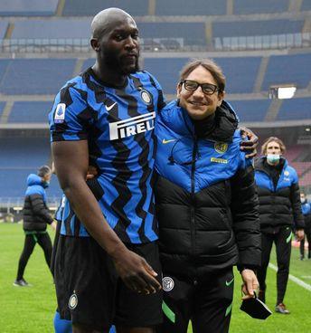 Romelu Lukaku, 27 anni, con Gianluca Conte (55), match analyst del fratello Antonio