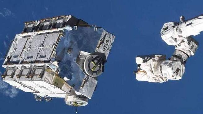 Maxi-lancio di rifiuti, lo spazio è una pattumiera