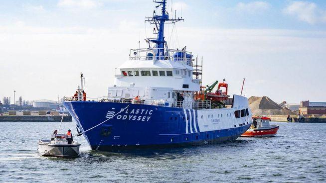 Plastic Odyssey salperà in maggio dalla Francia con l'obiettivo di raccogliere i rifiuti di plastica dagli oceani e riconvertirli direttamente in carburante, con cui sarà alimentato il motore della nave