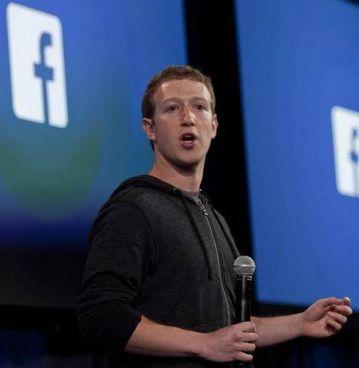 Mark Zuckerberg, 36 anni. Nonostante lo stop il titolo Facebook. è salito a Wall Street