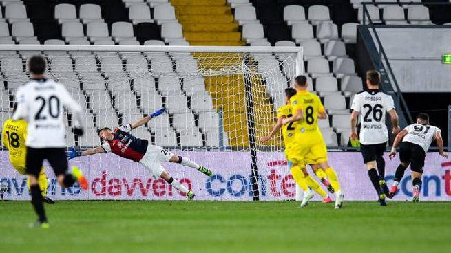 Spezia-Cagliari, il gol dell'1-0 firmato da Piccoli (Ansa)