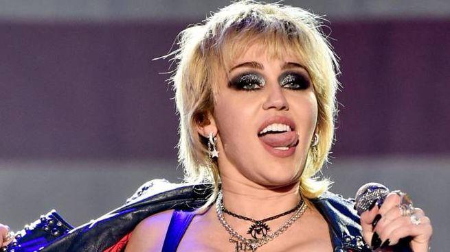 Miley Cyrus, 28 anni