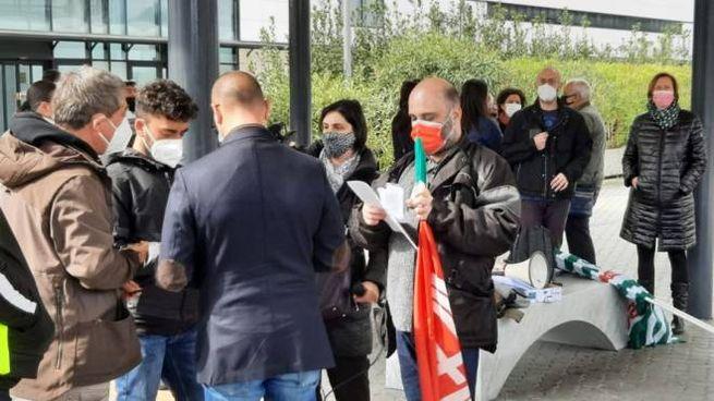 La manifestazione dei lavoratori del comparto handling di Toscana Aeroporti