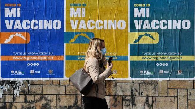Vaccini anti Covid: bisogna preparare i richiami per l'autunno (Ansa)