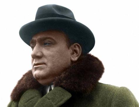 Enrico Caruso morì nell'agosto del 1921, a 48 anni d'età. Con incisioni e concerti fece di 'O Sole mio un inno internazionale