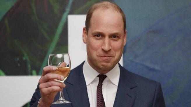 Il principe William porta con sicurezza i pochi capelli rimasti -Foto: EPA/PHIL NOBLE/POOL