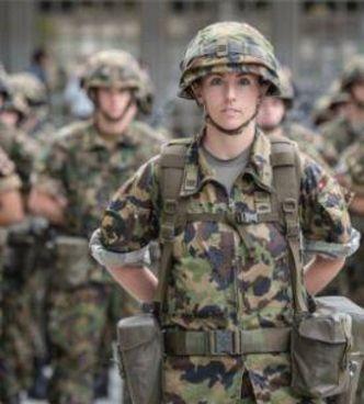 La capitana, 35 anni, Olivia de Weck, è al comando della compagnia di esploratori dell'esercito svizzero