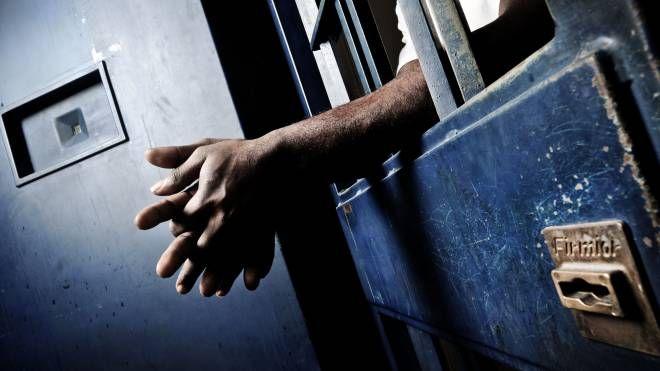 Detenuto in carcere (ImagoE)