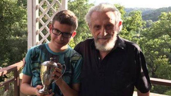 Il giovane campione riminese Giovanni Donati, oggi 22 anni, insieme a Benito Garozzo