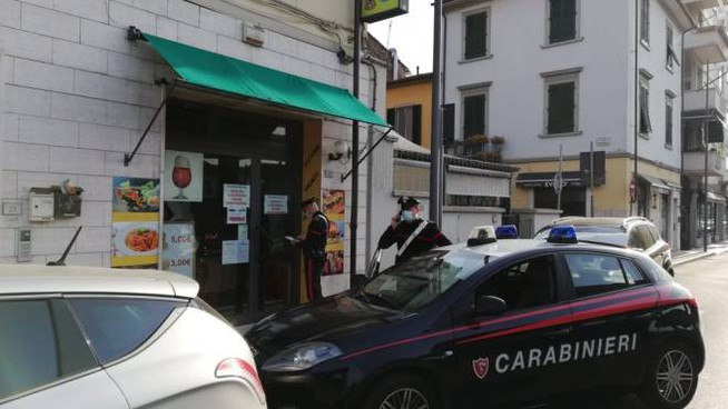 Carabinieri sventano furto in un bar