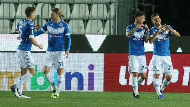 Serie B, il Brescia festeggia la vittoria sul Pordenone (Ansa)