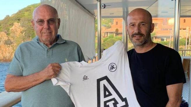 Gabriele Volpi con Vincenzo Italiano a bordo del 'Boadicea' il 24 agosto scorso