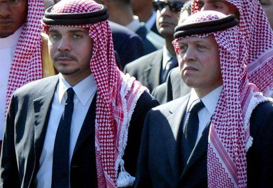 Hamzah (a sinistra), nato nel 1980, con il fratellastro Abdallah II, 59 anni, re giordano