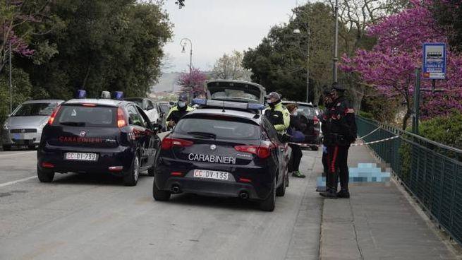 Tragedia a Fermo: muore davanti alla fermata dell'autobus (foto Zeppilli)