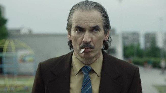 Paul Ritter in un fermo immagine della serie tv 'Chernobyl'