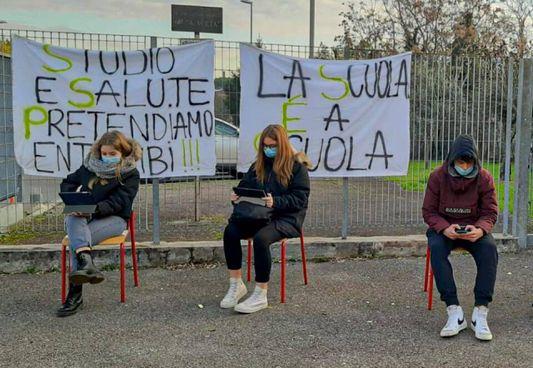 Protesta contro la Dad al 'Gobetti'