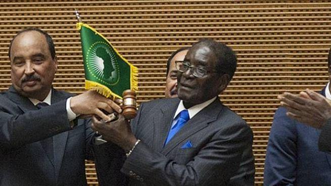 Robert Mugabe presidente della UA (AFP)