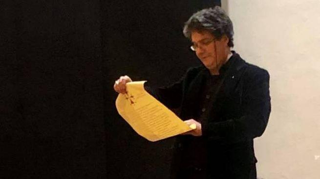 Il professor Giovanni Ranieri Fascetti durante una conferenza al Teatro