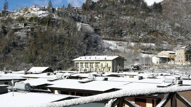 Le casette di Borgo 1 coperte dalla neve