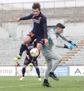 Un momento della gara di ieri pomeriggio al Melani: la Pistoiese ha pareggiato 1-1 contro la Juventus Under 23 (foto Acerboni/Castellani)