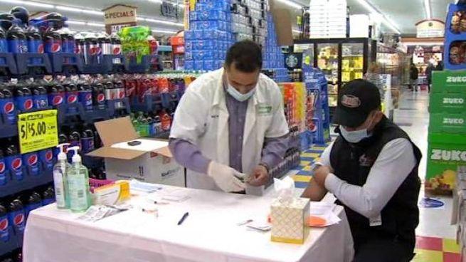 Negli Stati Uniti le aziende vaccinano i propri dipendenti, anche sul posto di lavoro