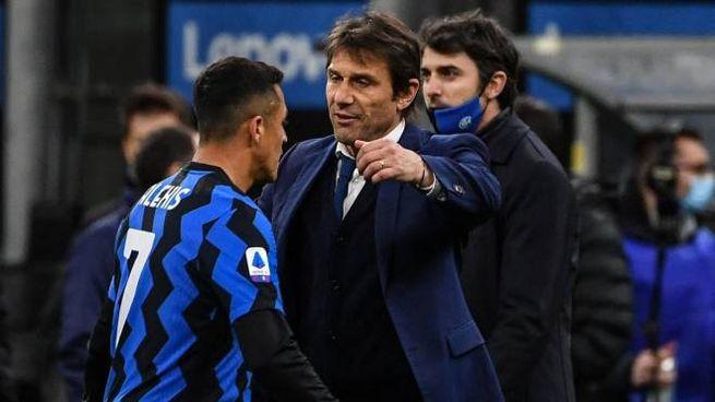 Inter, Antonio Conte abbraccia Alexis Sanchez (Ansa)