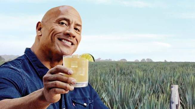 The Rock ha lanciato una singolare campagna per promuovere la sua tequila - Foto: Teremana