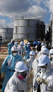 Le cisterne di acqua contaminata usata nell'impianto di Fukushima
