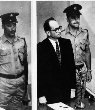 Adolf Eichmann (1906-1962) in aula a Gerusalemme. Fu impiccato il 1° giugno '62