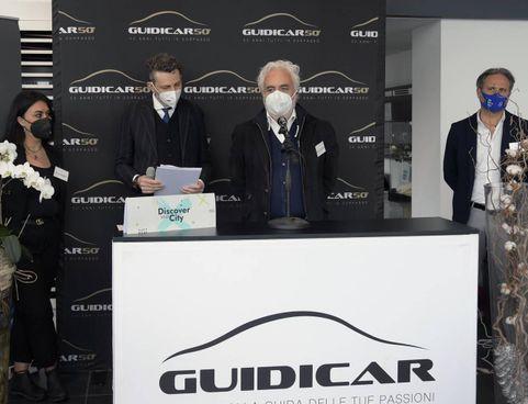 La presentazione dell'iniziativa alla 'Guidi Car': i video saranno girati nella concessionaria di Spezia il prossimo 20 aprile