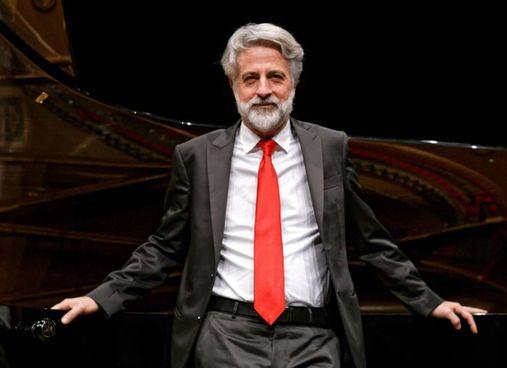 Il pianista Andrea Padova sarà protagonista del primo appuntamento di domenica