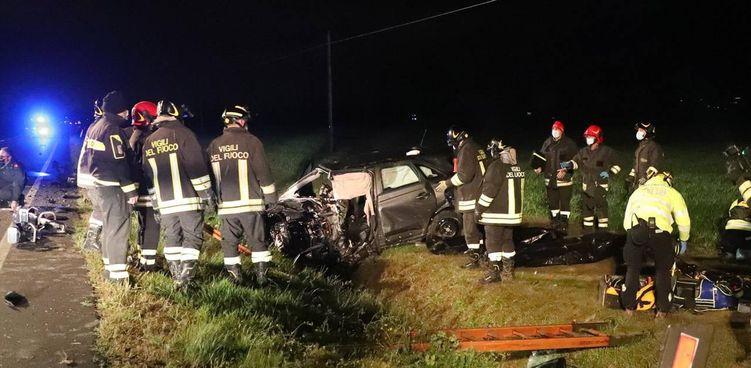 Nello schianto. sugli Stradelli Guelfi del 6 aprile. sono morti due 43enni: il guidatore della Porsche è. risultato positivo all'alcoltest