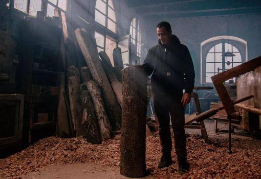 Il regista Matteo Garrone sul set di Pinocchio. , il film ha 2 candidature agli Oscar 2021