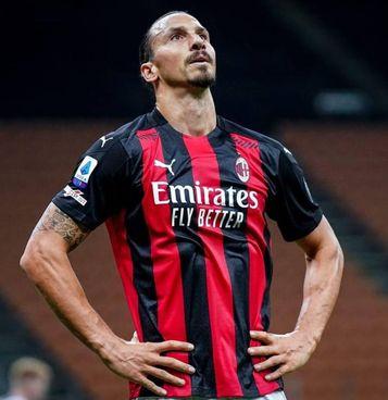 Zlatan Ibrahimovic, 39 anni: dopo il discusso rosso a Parma, il presunto pranzo al ristorante in zona rossa a Milano e le accuse di aver ucciso un leone, un altro guaio