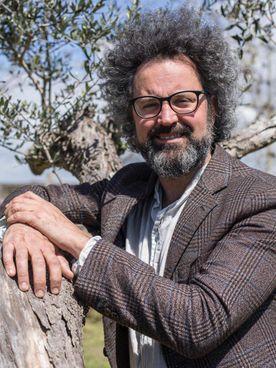 Simone Cristicchi presenta un. nuovo progetto teatrale e letterario legato al concetto di felicità