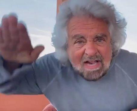 Un frame dello sfogo di Beppe Grillo, 73 anni, su Facebook, per la vicenda del figlio
