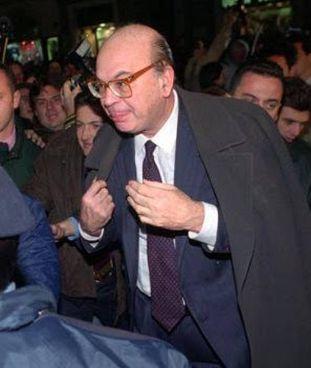 Bettino Craxi (1934-2000) il 30 aprile 1993. Nella foto in basso a sinistra, Filippo Facci