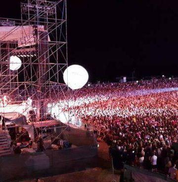 Una folla sterminata al concerto di Alvaro Soler alla Notte Rosa del 2018