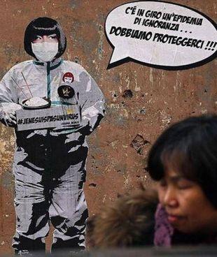 Il murale della street artist Laika contro «l'epidemia di ignoranza», apparso un anno fa a Roma