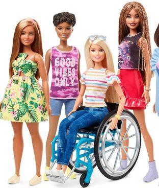 Alcuni modelli della linea 'inclusiva' delle Barbie Fashionistas contro stereotipi e discriminazioni