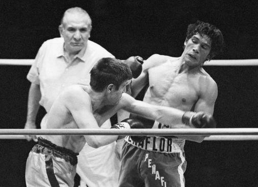 Nino Benvenuti, sulla sinistra, in un tentativo di assalto a Carlos Monzon a Montecarlo