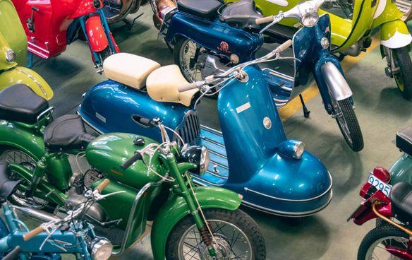 Alcuni modelli di motociclette e scooter all'asta da Bolaffi a Torino