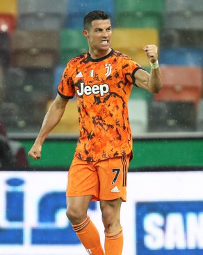 Cristiano Ronaldo, 36 anni, alla Juve da tre stagioni condite da 99 gol: ha vinto due scudetti, ma in Champions tre amare uscite di scena con Ajax, Lione e Porto