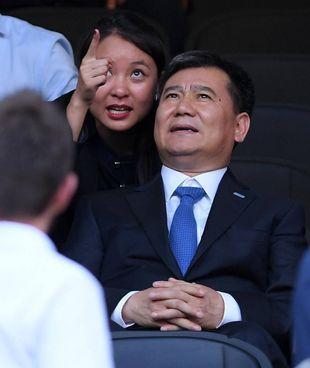 Zhang Jindong, 58 anni, fondatore e azionista di maggioranza di Suning.com: ieri ha rinnovato l'impegno con l'Inter di cui il figlio Steven (29) è presidente