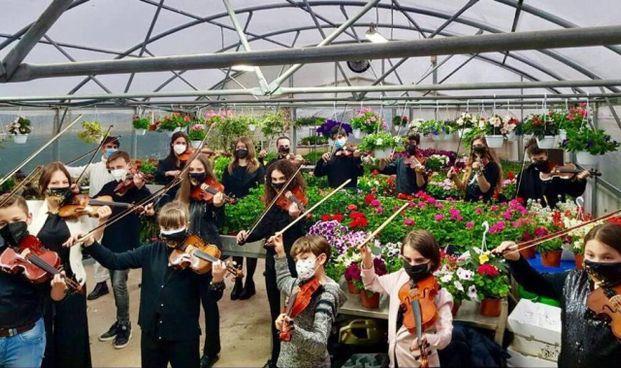 L'orchestra, attiva da 15 anni e formata da ragazzi di tutte le età, è stata recentemente ospitata al vivaio «I tre noci» di Sansepolcro