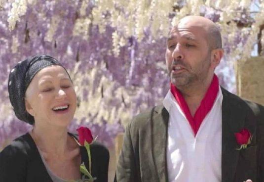 """Helen Mirren (75 anni) con Checco Zalone (43 anni) nel video """"La Vacinada"""""""