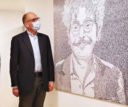 Enrico Letta, 54 anni, ha scoperto ieri al Nazareno una targa per Patrick Zaki
